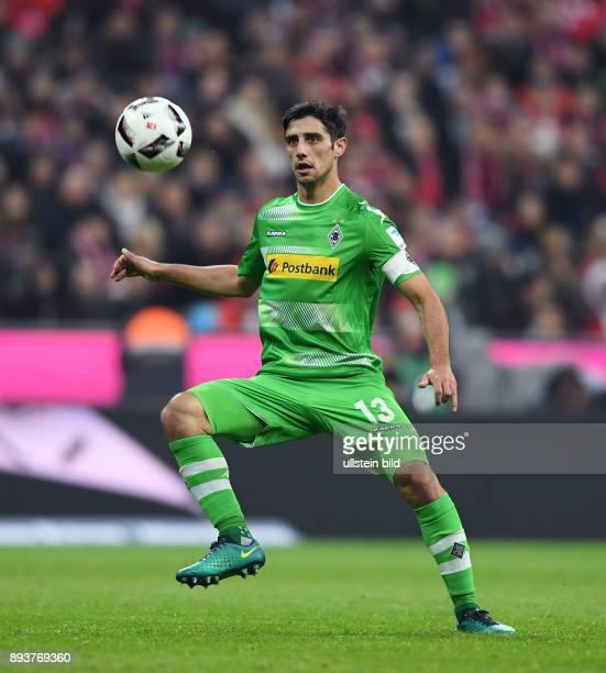 Fussball 1 Bundesliga Saison 2016/2017 8 Spieltag FC Bayern Muenchen Borussia Moenchengladbach Lars Stindl am Ball
