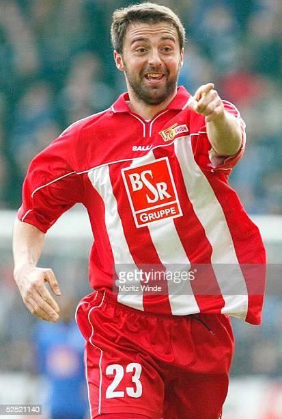 Fussball: 2. Bundesliga 03/04, Bielefeld; Arminia Bielefeld - 1. FC Union Berlin; Jubel Sreto RISTIC / Berlin nach dem 1:1. 04.04.04.