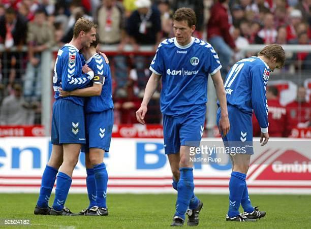 Fussball: 2. Bundesliga 03/04, Cottbus; Energie Cottbus - VfB Luebeck 1:1; Luebeck enttaeuscht, aber zugleich ein wenig erleichtert wenigstens einen...