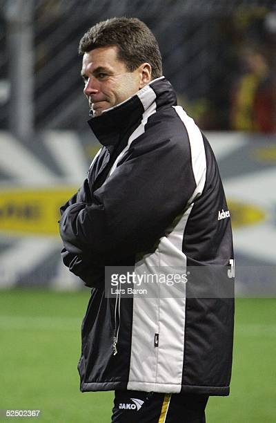 Fussball: 2. Bundesliga 04/05, Aachen; Alemannia Aachen - Wacker Burghausen 3:1; Trainer Dieter HECKING / Aachen 05.12.04.
