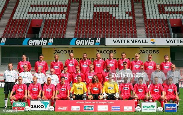Fussball 2 Bundesliga 04/05 Cottbus Energie Cottbus Hinten von links Szolt Loew Zoltan Szelesi Daniel Gunkel Norbert Meszros Vragel Da Silva Marcus...