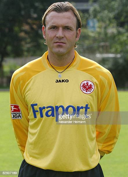 Fussball 2 Bundesliga 04/05 Frankfurt Eintracht Frankfurt / Fototermin Ersatztorwart Markus PROELL 100704