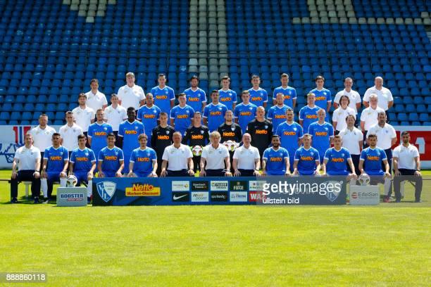 Fussball 2 Bundesliga 2016/2017 VfL Bochum Pressetermin Teamfoto Reihe1 vl Vereinsarzt KarlHeinz Bauer Physiotherapeut Juergen Dolls Dominik Wydra...