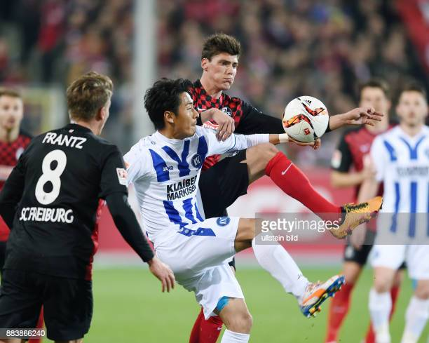 Fussball 2 Bundesliga Saison 2015/2016 27 Spieltag SC Freiburg Karslruher SC Pascal Stenzel gegen Hiroki Yamada