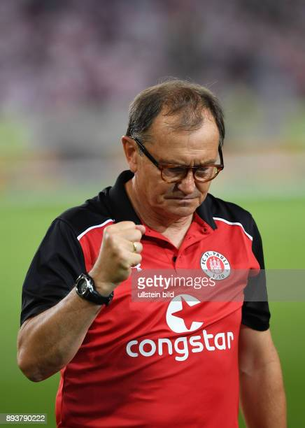 Fussball 2 Bundesliga Saison 2016/2017 1 Spieltag VfB Stuttgart FC St Pauli Enttaeuschung FC St Pauli Trainer Ewald Lienen kaempferisch