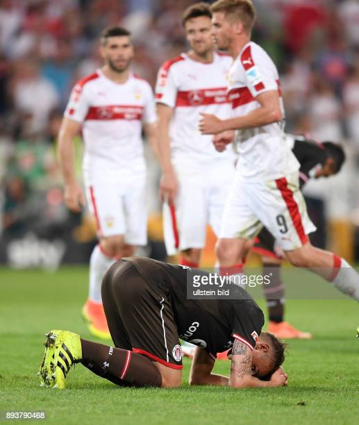 Fussball 2 Bundesliga Saison 2016/2017 1 Spieltag VfB Stuttgart FC St Pauli Enttaeuschung FC St Pauli Philipp Ziereis am Boden