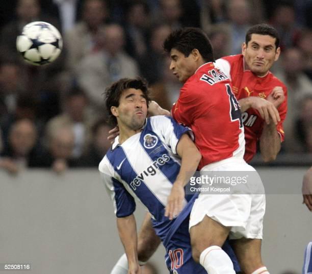 Fussball Champions League 03/04 Finale Gelsenkirchen FC Porto AS Monaco Hugo IBARRA / Porto Ricardo CARVALHO / Monaco 260504