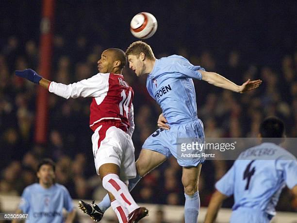 Fussball Champions League 03/04 London Arsenal London Celta de Vigo Thierry HENRY / Arsenal SYLVINHO / Celta de Vigo 100304