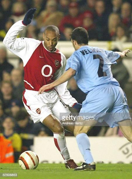Fussball Champions League 03/04 London Arsenal London Celta de Vigo Thierry HENRY / Arsenal Juan VELASCO / Celta de Vigo 100304