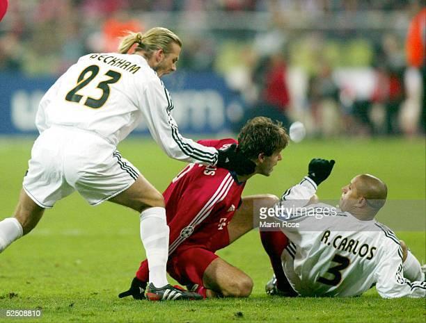 Fussball Champions League 03/04 Muenchen FC Bayern Muenchen Real Madrid David BECKHAM / REAL wuergt Martin DEMICHELIS / BAYERN nach seinem Foul an...