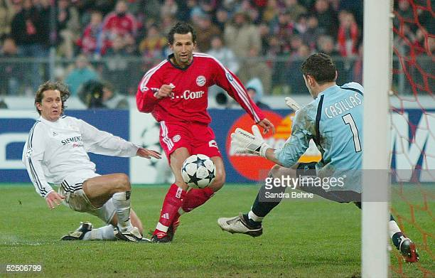 Fussball: Champions League 03/04, Muenchen; FC Bayern Muenchen - Real Madrid; v.l.: Michel SALGADO / Madrid, Hasan SALIHAMIDZIC / Bayern, Iker...