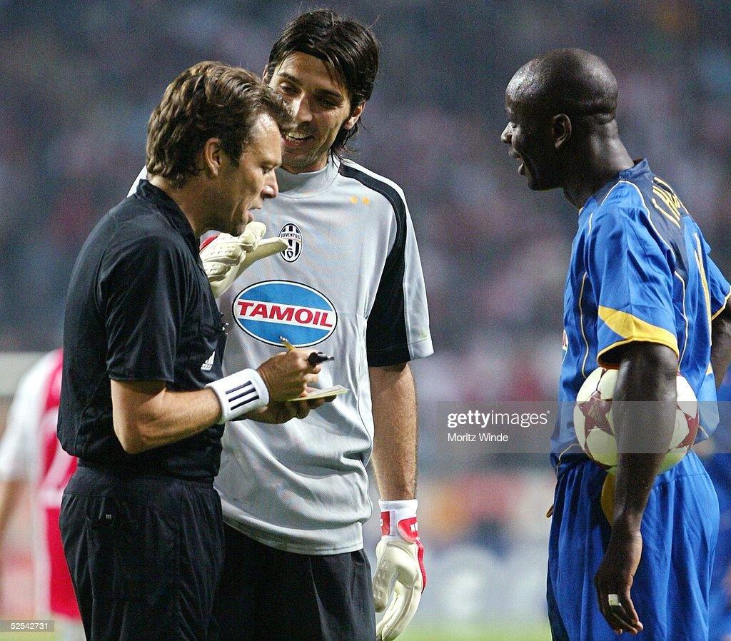 Fussball: CL 04/05, Ajax Amsterdam-Juventus Turin : News Photo