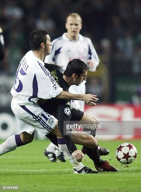 Fussball Champions League 04/05 Bruessel RSC Anderlecht SV Werder Bremen Besnik HASI / Anderlecht Johan MICOUD / Bremen 201004