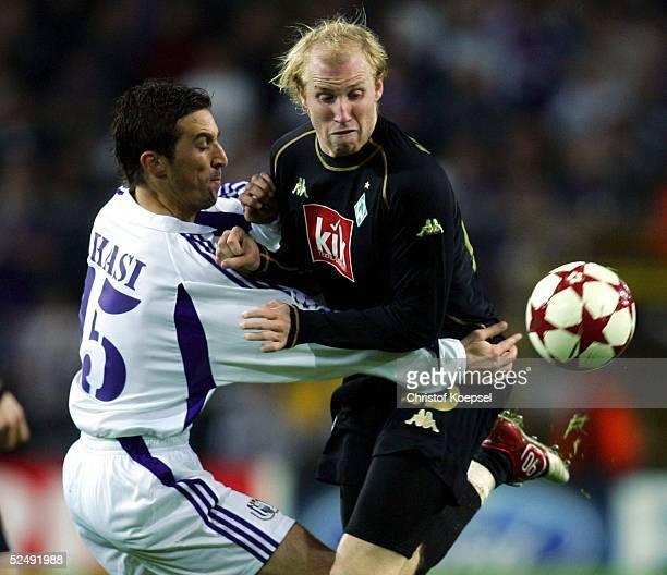 Fussball Champions League 04/05 Bruessel RSC Anderlecht SV Werder Bremen Besnik HASI / Anderlecht Ludovic MAGNIN / Bremen 201004
