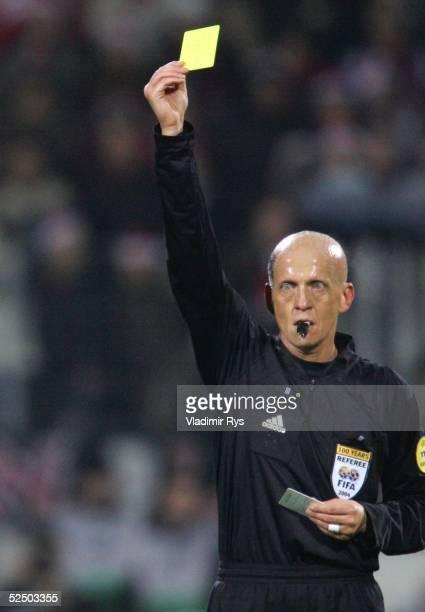 Fussball: Champions League 04/05, Leverkusen; Bayer 04 Leverkusen - Dynamo Kiew 3:0; Schiedsrichter Pierluigi COLLINA / ITA 08.12.04.