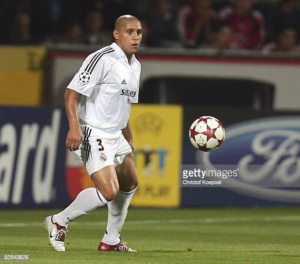 Fussball Champions League 04/05 Leverkusen Bayer 04 Leverkusen Real Madrid 30 Roberto CARLOS / Madrid 150904