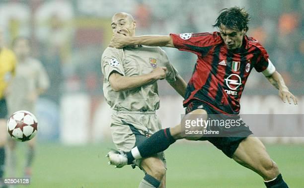 Fussball Champions League 04/05 Mailand AC Mailand FC Barcelona Henrik LARSSON / Barca Paolo MALDINI / Milan 201004