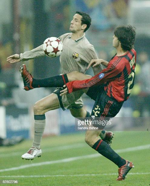 Fussball Champions League 04/05 Mailand AC Mailand FC Barcelona Juliano BELETTI / Barca KAKA / Milan 201004