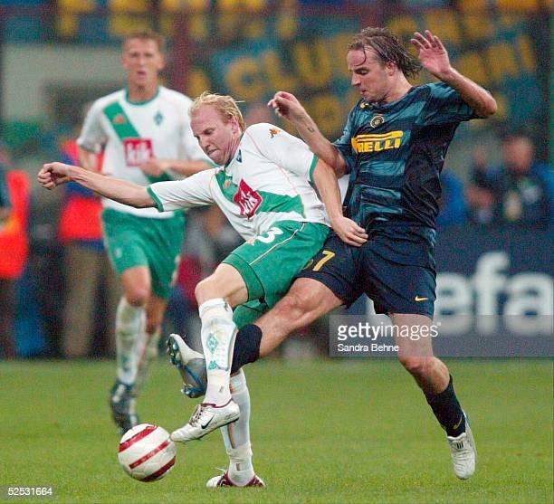 Fussball Champions League 04/05 Mailand Inter Mailand SV Werder Bremen 20 vl Ludovic MAGNIN / Bremen Andy VAN DER MEYDE / Inter 140904