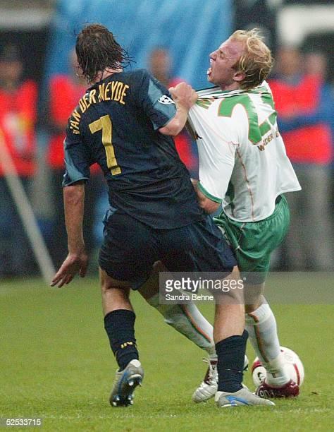 Fussball Champions League 04/05 Mailand Inter Mailand SV Werder Bremen 20 Andy VAN DER MEYDE / Inter Ludovic MAGNIN / Bremen 140904