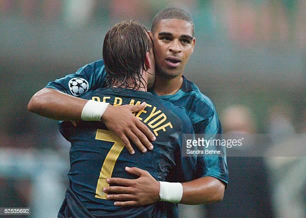 Fussball Champions League 04/05 Mailand Inter Mailand SV Werder Bremen 20 Jubel zum 20 durch ADRIANO mit Andy VAN DER MEYDE / Inter 140904