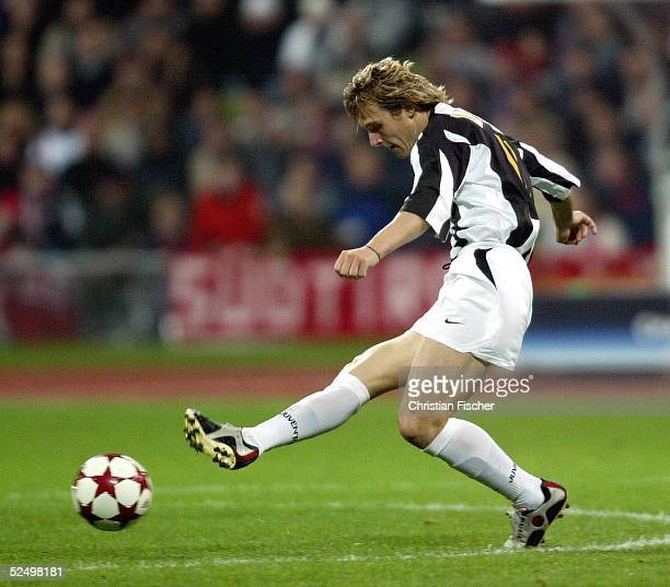 Fussball Champions League 04/05 Muenchen FC Bayern Muenchen Juventus Turin 01 Pavel NEDVED / Turin 031104