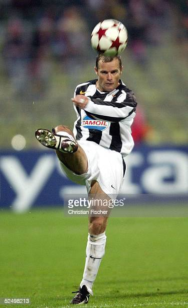 Fussball Champions League 04/05 Muenchen FC Bayern Muenchen Juventus Turin 01 Gianluca PESSOTTO /Turin 031104