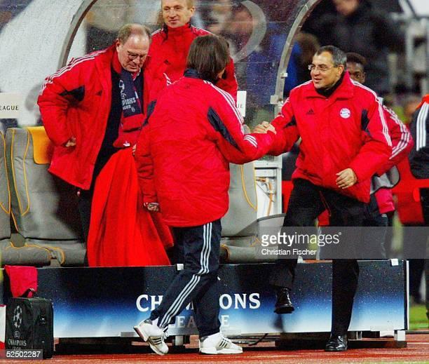 Fussball: Champions League 04/05, Muenchen; FC Bayern Muenchen - Maccabi Tel Aviv 5:1; Schlussjubel Trainer Felix MAGATH und Uli HOENESS/ Bayern...