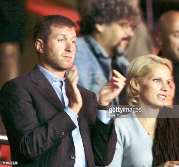 Fussball Champions League 04/05 Paris Paris St Germain FC Chelsea 03 OelMilliardaer Roman Abramovich mit seiner Frau Ivina auf der Tribuene 140904