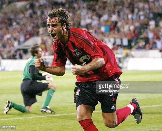 Fussball: Champions League 04/05 Qualifikation, Leverkusen; Bayer 04 Leverkusen - Banik Ostrau 5:0; 4:0 durch Dimitar BERBATOV / Leverkusen 11.08.04.