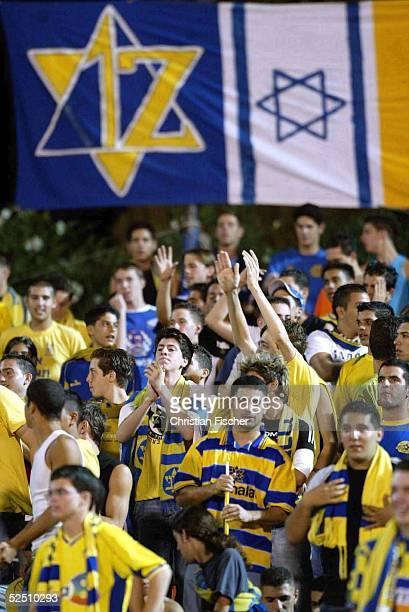 Fussball: Champions League 04/05, Tel Aviv; Maccabi Tel Aviv - FC Bayern Muenchen 0:1; Israelische Fans 15.09.04.