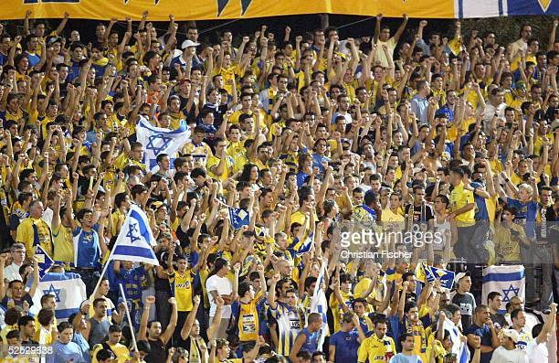 Fussball: Champions League 04/05, Tel Aviv; Maccabi Tel Aviv - FC Bayern Muenchen; Israelische Fans 15.09.04.