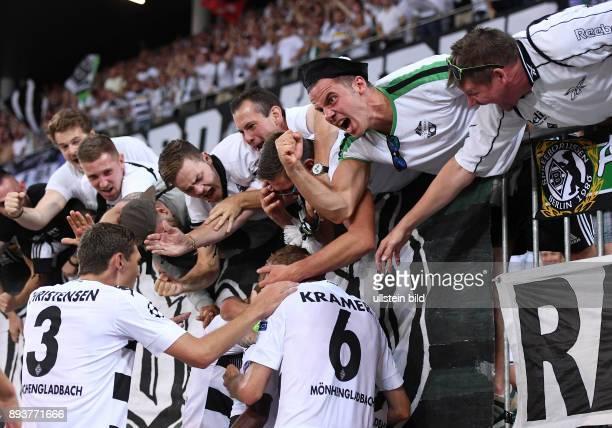 Fussball Champions League Qualifikation Saison 2016/2017 BSC Young Boys Bern Borussia Moenchengladbach Borussia Moenchengladbach nach dem Tor zum 13...