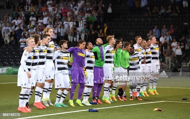 Fussball Champions League Qualifikation Saison 2016/2017 BSC Young Boys Bern Borussia Moenchengladbach Team Borussia Moenchengladbach vorn dem...
