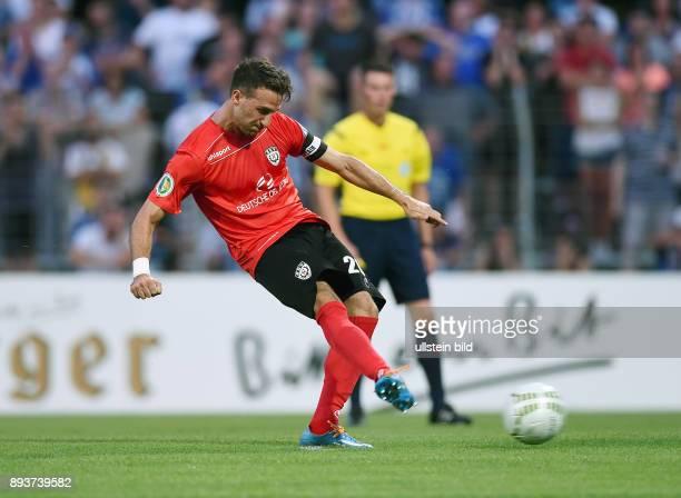 Fussball DFB Pokal 2014/2015 1 Runde SSV Reutlingen Karlsruher SC Giuseppe Ricciardi erzielt das 10 per Elfmeter
