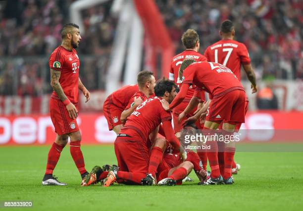 Fussball DFB Pokal Achtelfinale 2015/2016 FC Bayern Muenchen SV Darmstadt 98 0 Arturo Vidal Rafinha Javi Javier Martinez Xabi Alonso und Thomas...