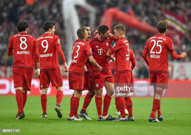 Fussball DFB Pokal Achtelfinale 2015/2016 FC Bayern Muenchen SV Darmstadt 98 0 Javi Javier Martinez Robert Lewandowski Rafinha Arturo Vidal Xabi...