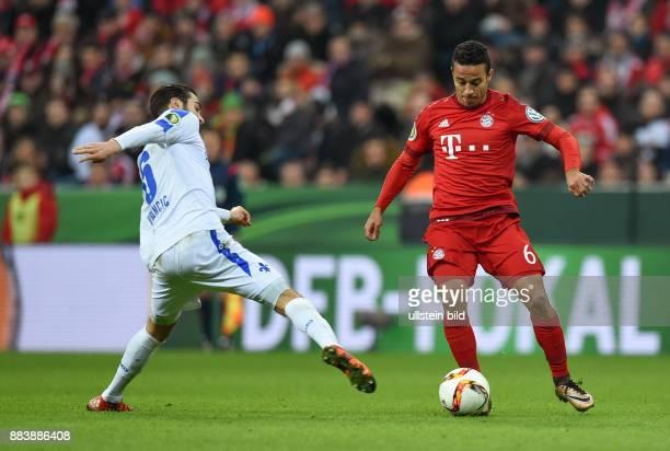 Fussball DFB Pokal Achtelfinale 2015/2016 FC Bayern Muenchen SV Darmstadt 98 Mario Vrancic gegen Thiago Alcantara