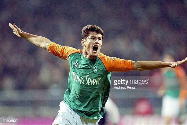 Fussball: DFB Pokal Halbfinale 03/04, Bremen; SV Werder Bremen - VfB Luebeck; Nelson VALDEZ / Bremen jubelt nach seinem Siegtreffer zum 3:2 16.03.04.