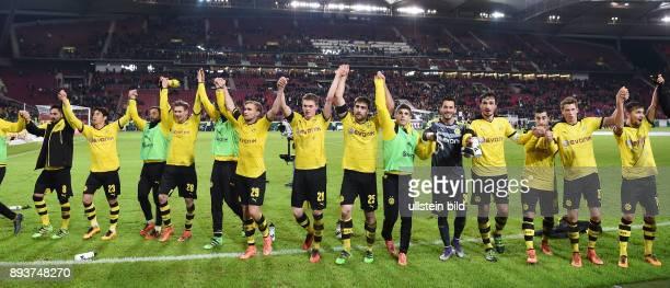 Fussball DFB Pokal Viertelfinale 2015/2016 VfB Stuttgart Borussia Dortmund Schlussjubel Laola Borussia Dortmund Ilkay Guendogan Shinji Kagawa Gonzalo...