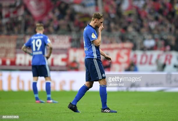 Fussball DFB Pokal Viertelfinale Saison 2016/2017 FC Bayern Muenchen FC Schalke 04 Entteuschte Schalker Guido Burgstaller und Benedikt Hoewedes
