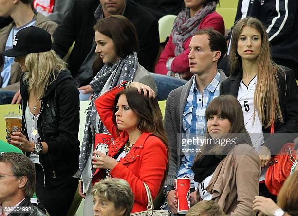 Spielerfrauen auf der Tribüne Freundin von Sami Khedira Deutschland Lena Gercke Lisa Müller Mats Hummels Deutschland Freundin Cathy Fischer unten vl...