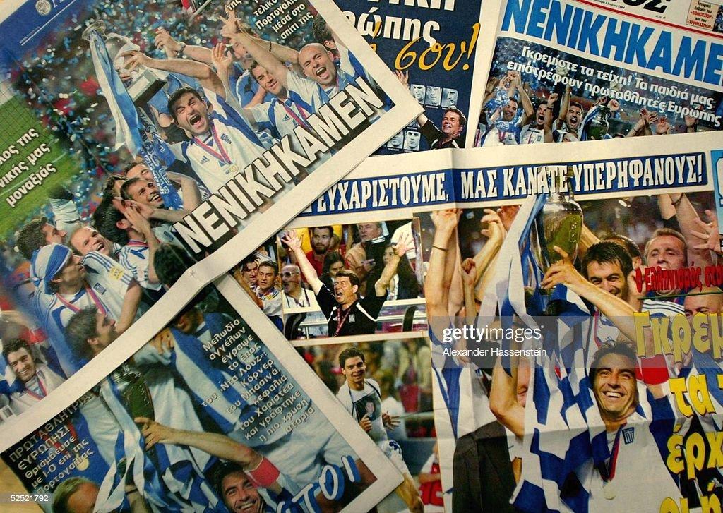 FB: EURO 2004, Ankunft der Griechischen Mannschaft : News Photo