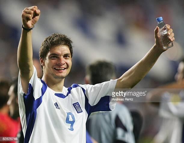 Fussball Euro 2004 in Portugal Finale / Spiel 31 Lissabon Portugal Griechenland 01 Angelos CHARISTEAS / GRE 010704