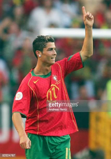 Fussball Euro 2004 in Portugal Halbfinale / Spiel 29 Lissabon Portugal Niederlande 21 Cristiano RONALDO / POR 300604