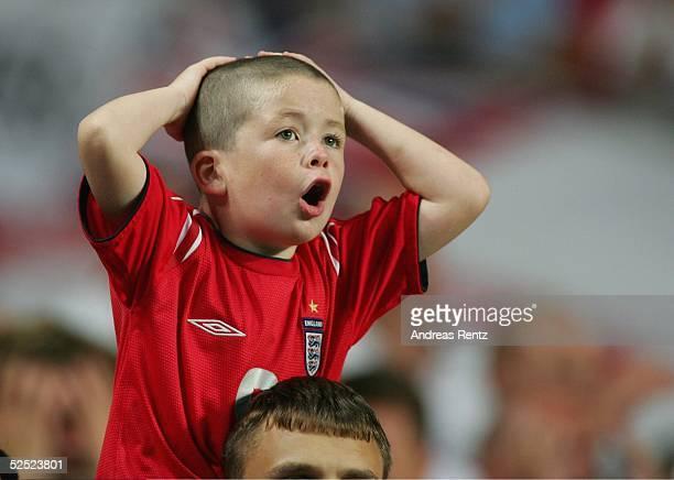 Fussball Euro 2004 in Portugal Viertelfinale Spiel 25 Lissabon Portugal England 87 nE Fan 240604