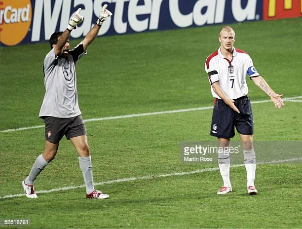 Fussball Euro 2004 in Portugal Viertelfinale Spiel 25 Lissabon Portugal England RICARDO / POR bejubelt den verschossenen Elfmeter von David BECKHAM /...
