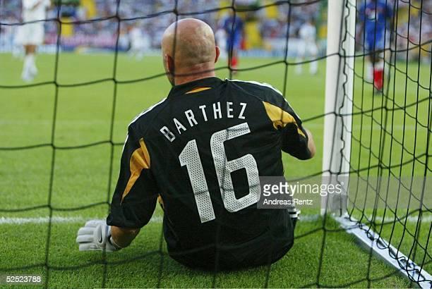 Fussball Euro 2004 in Portugal Viertelfinale Spiel 26 Lissabon Frankreich Griechenland 01 Torwart Fabien BARTHEZ / FRA 250604