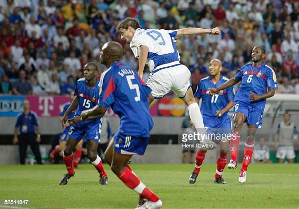 Fussball Euro 2004 in Portugal Viertelfinale Spiel 26 Lissabon Frankreich Griechenland 01 01 durch Angelos CHARISTEAS / GRE 250604