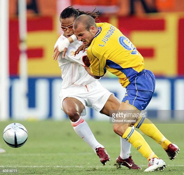 Fussball Euro 2004 in Portugal Viertelfinale Spiel 27 Faro Schweden Niederlande Edgar DAVIDS / NED Frederik LJUNGBERG / SWE 260604